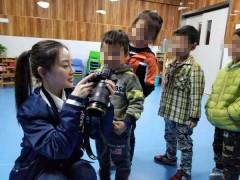 李小璐现身南京做公益 关爱之情温暖特殊儿童