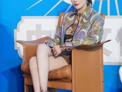 张雨绮担任形象大使 穿短裙扎马尾青春靓丽