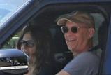 汤姆汉克斯夫妇感到有好转 已出院返回美国